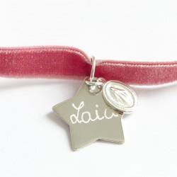 Collar de terciopelo con estrella de plata grabada con el nombre