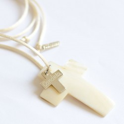 Cruz de nacar con cruz de plata