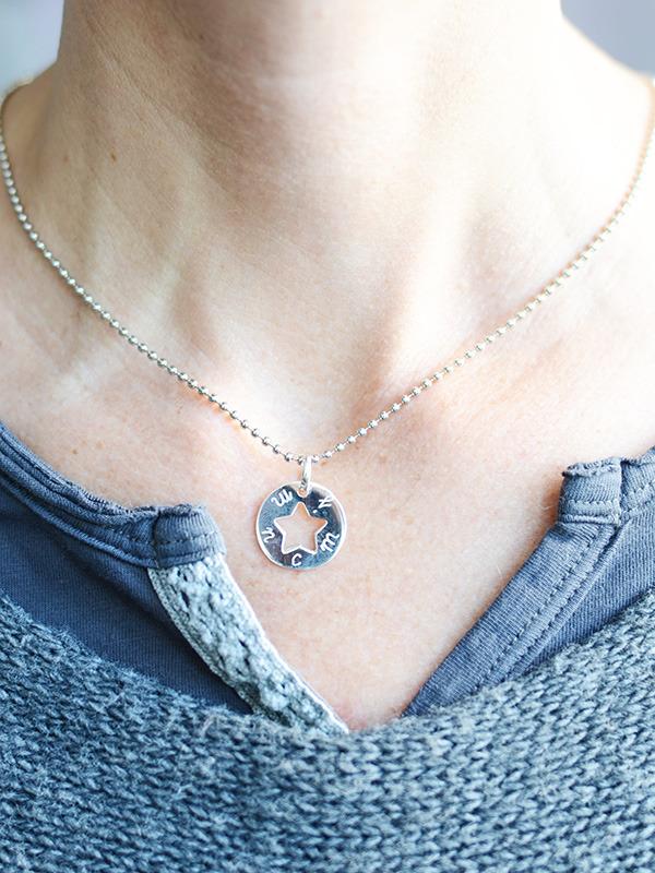regalos personalizados para mamás - colgante estrella calada