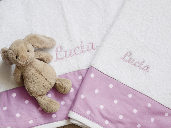 juego de toallas bordadas para niña