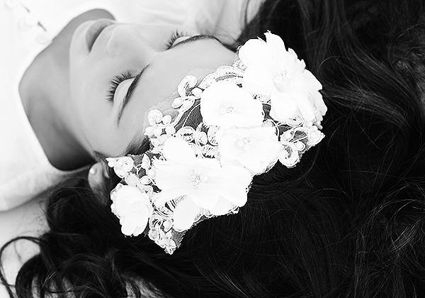 corona flores blancas comunión