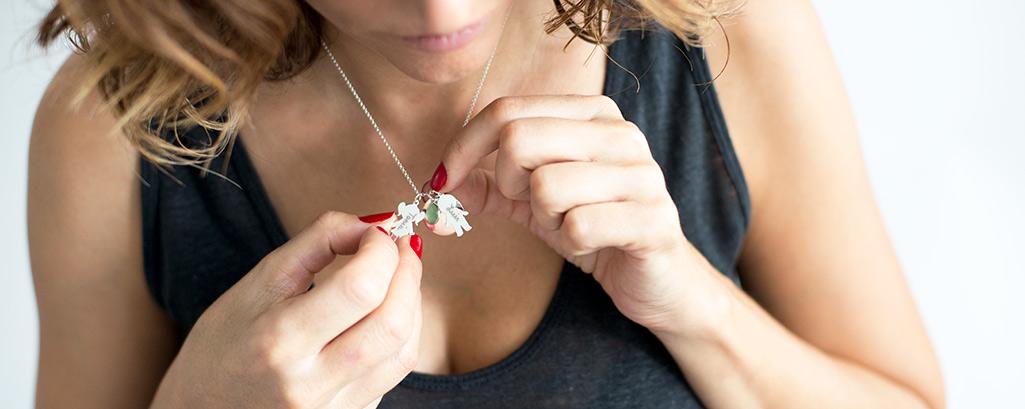 d7caba922beb joyas de plata grabadas y personalizadas para mujeres y chicas jóvenes