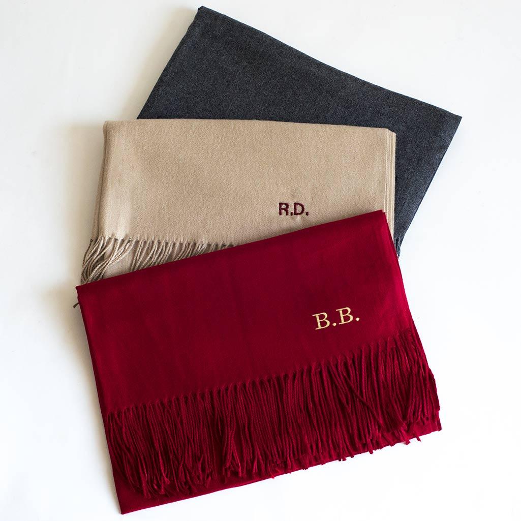 bufanda cashmere con iniciales