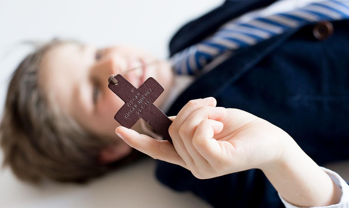 Cruz de madera para niño