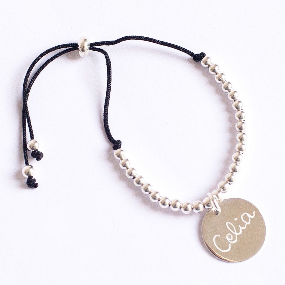 pulsera de plata grabada como regalo de puesta de largo