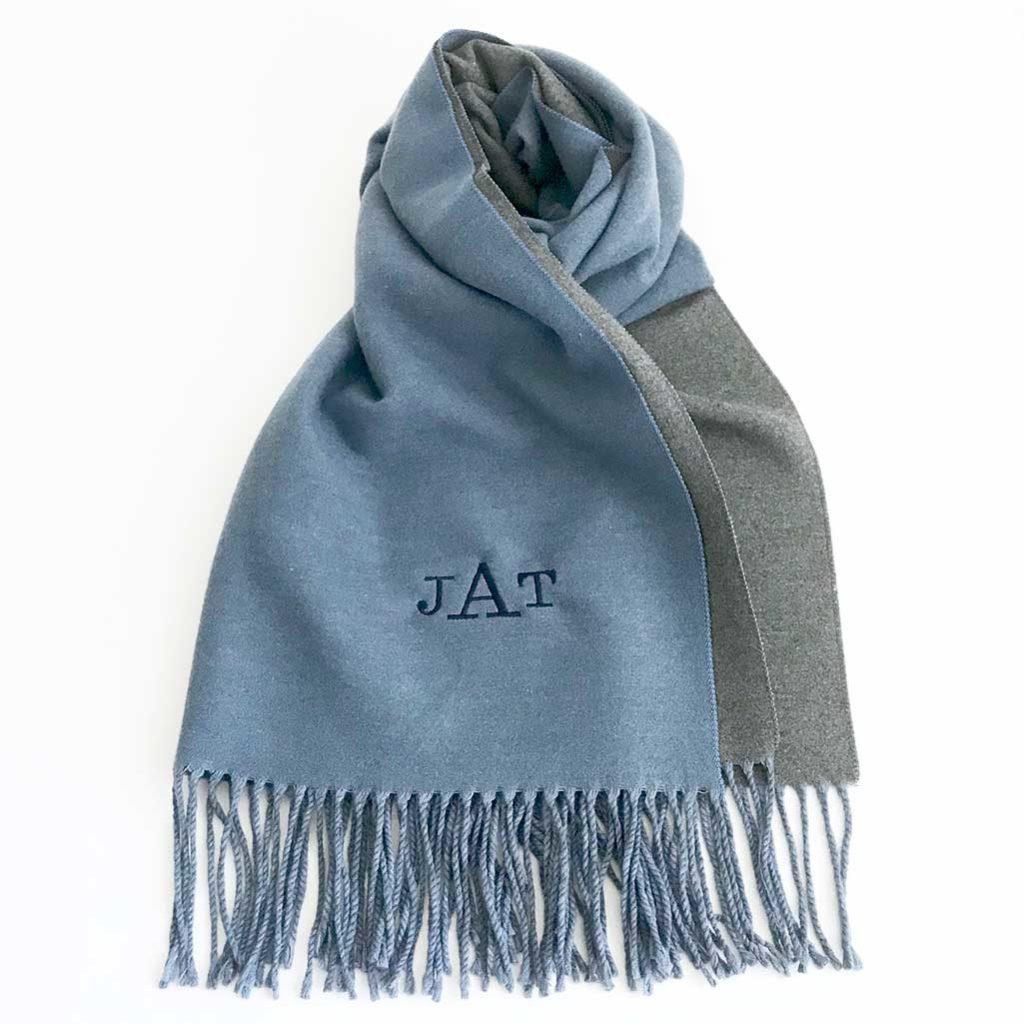 Bufanda personalizada con iniciales bordadas
