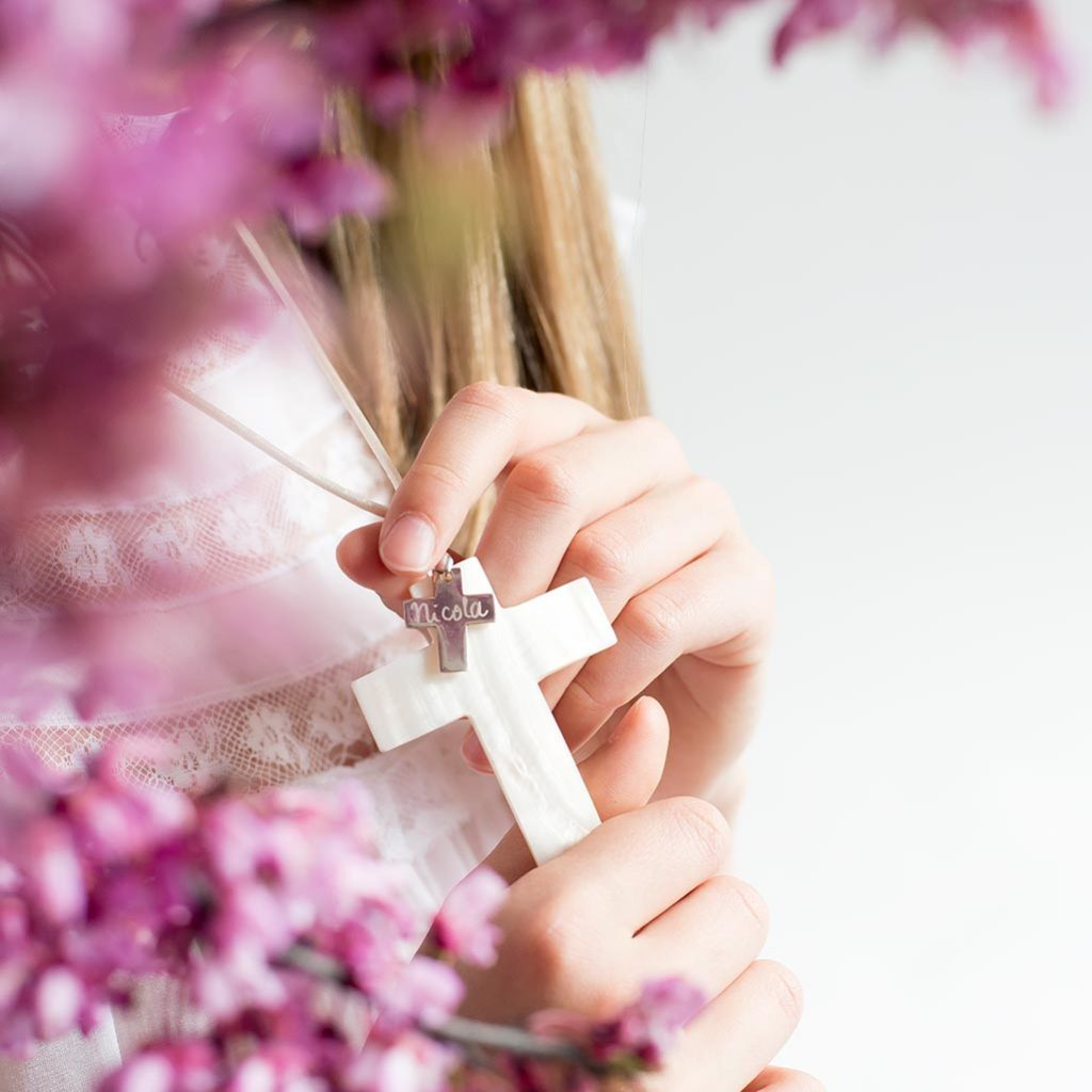 cruz de plata grabada
