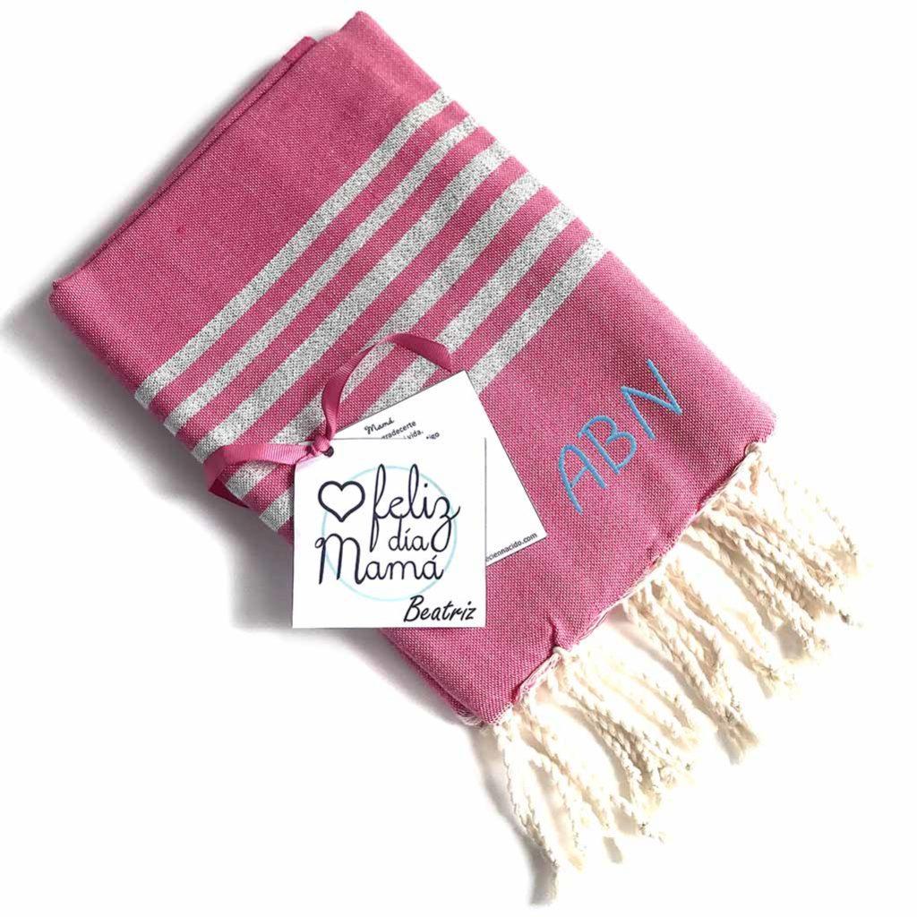 Toalla con iniciales bordadas para el Día de la Madre