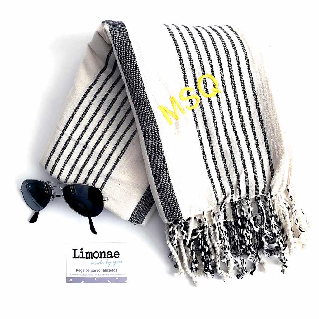 toallas de playa para hombre con sus iniciales bordadas