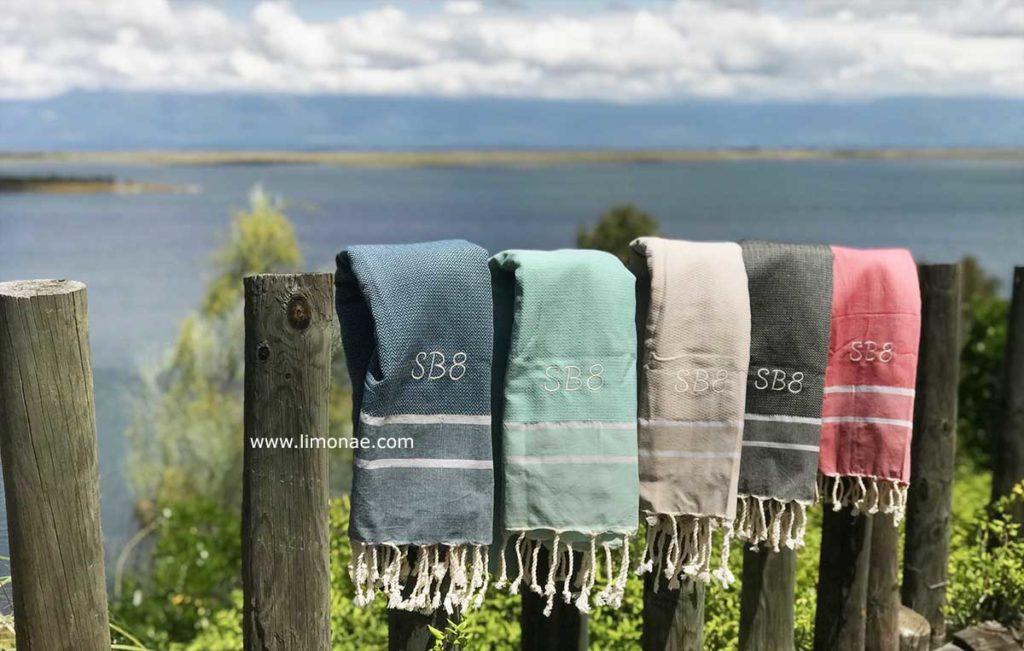 toallas de playa o piscina personalizadas con nombre o iniciales