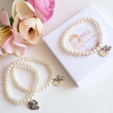 Pulseras de perlas con medalla y angel para invitados